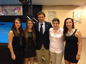El alcade Mateu Isern con nuestras colegiadas más jóvenes