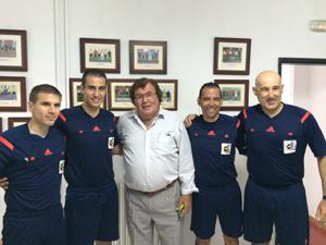 Miguel Bestard saluda a nuestros compañeros en el España-Alemania de veteranos