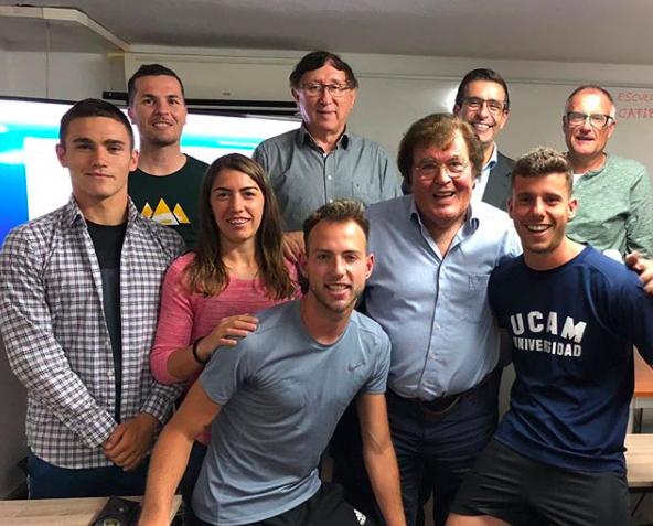 Miquel Bestard con los árbitros talentos