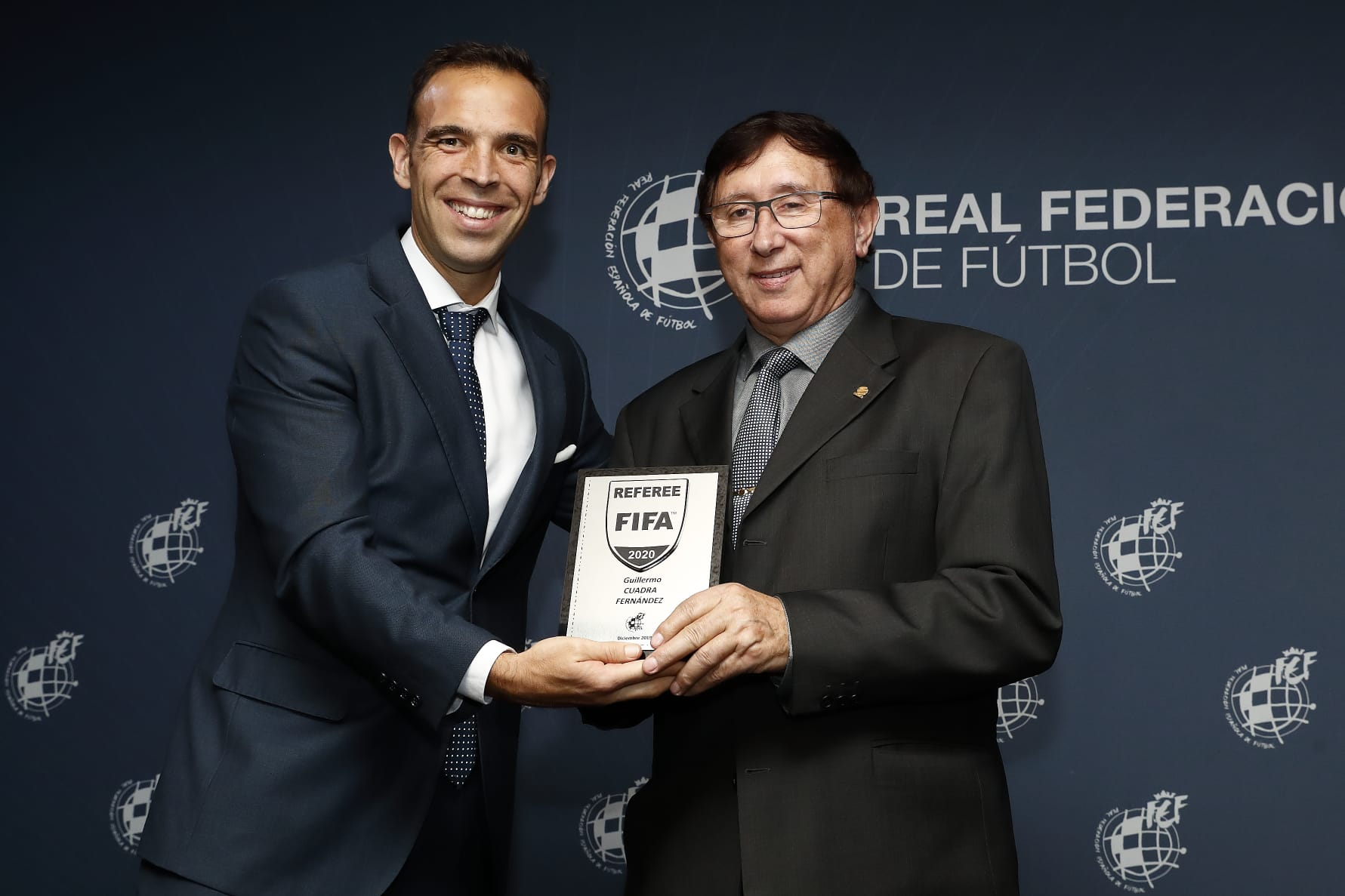 RECONOCIMIENTO FIFA A GUILLERMO CUADRA FERNANDEZ